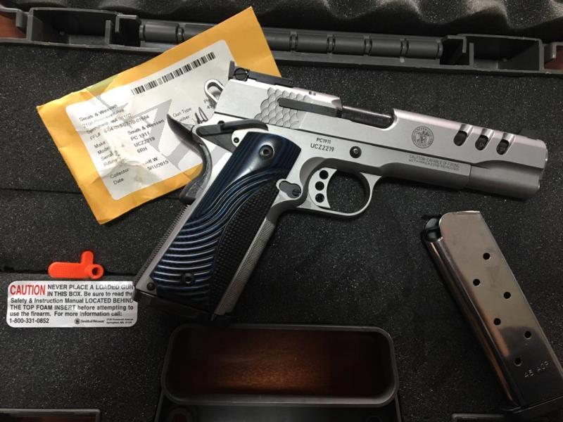 SMITH WESSON PERFORMANCE CENTER  1911 45 ACP